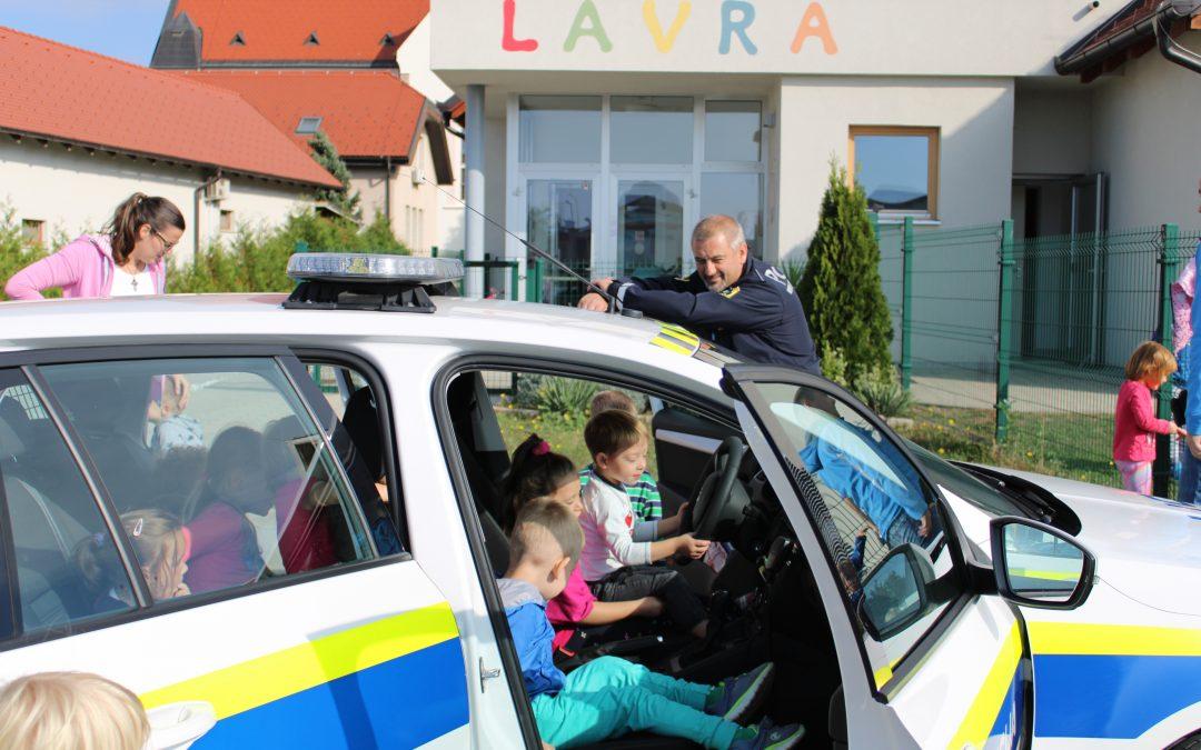 Policist na obisku v vrtcu