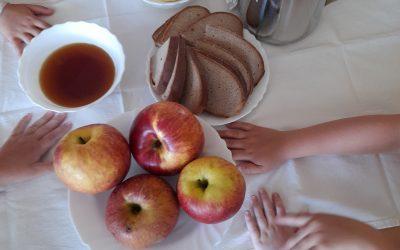 Utrinki s tradicionalnega slovenskega zajtrka